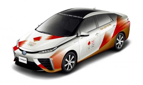 Toyoták kísérik körbe Japánban az olimpiai lángot