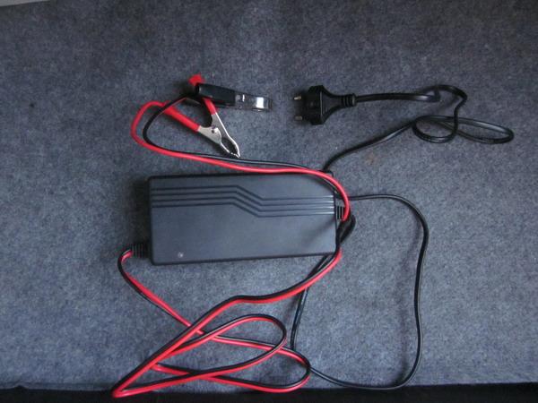 Akkumulátor töltés saru levétele