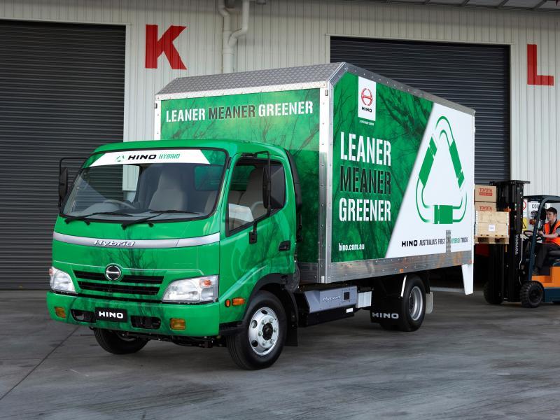 Hibrid teherautó a Toyota-csoport specialistájától