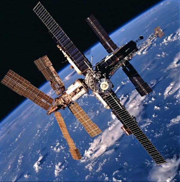 Ütközésveszély miatt módosítani kellett a Nemzetközi Űrállomás pályáját