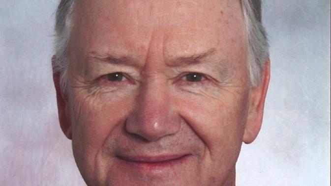 Hans Peter Porsche Fianak Keszul Atadni A Stafetabotot Autoszektor